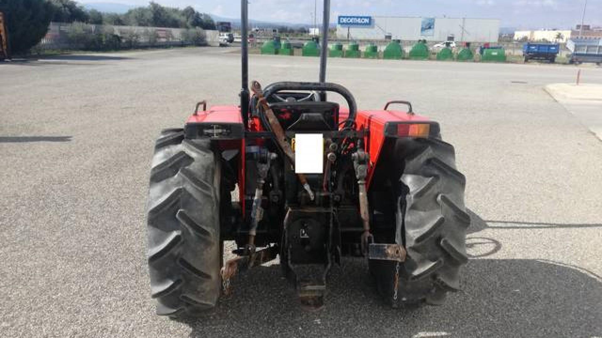 foto distributore idraulico trattore carraro