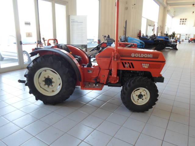 foto tractor goldoni 3030 star