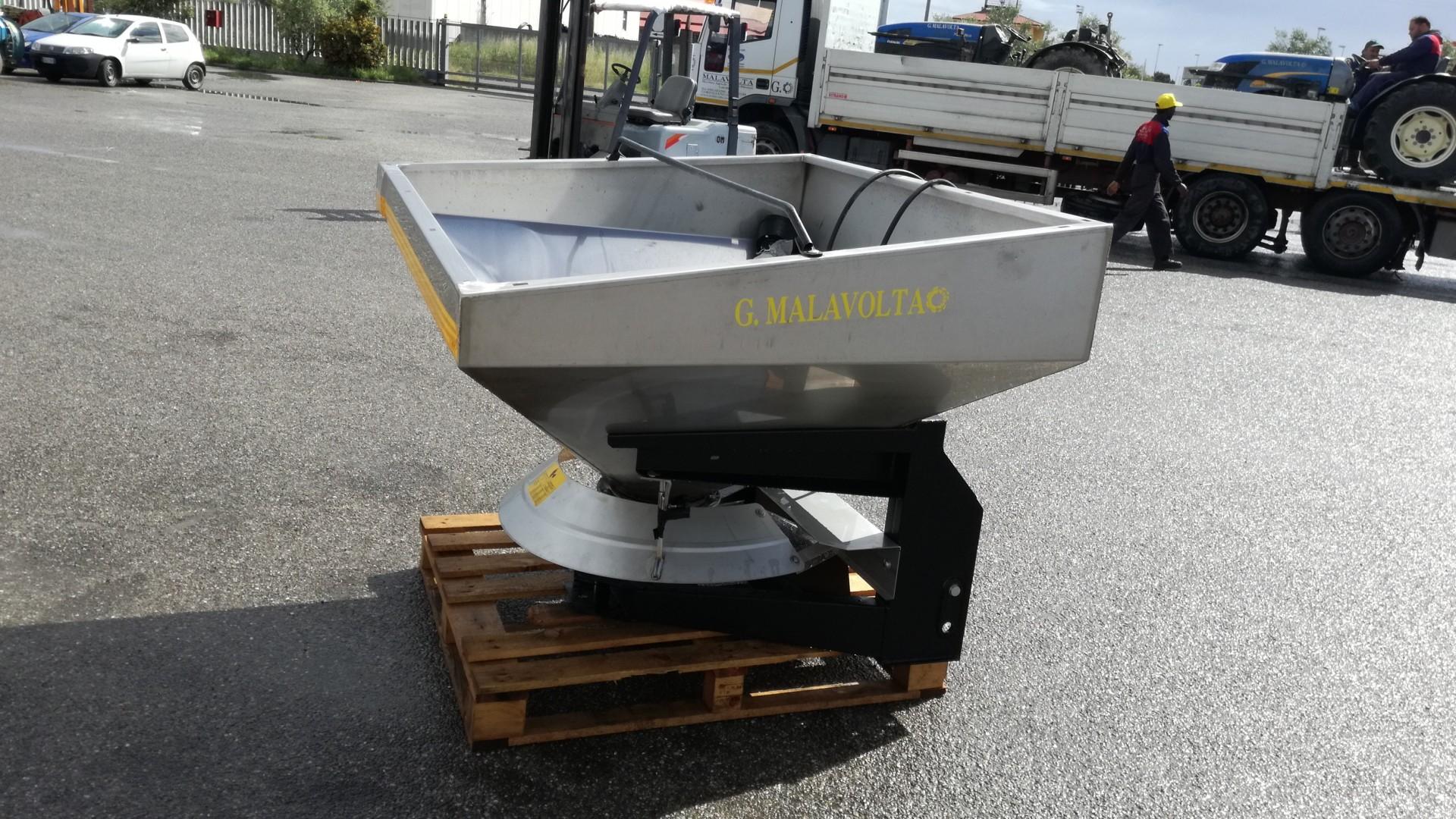 Spandiconcime Cosmo RTX 1000 lato sinistro