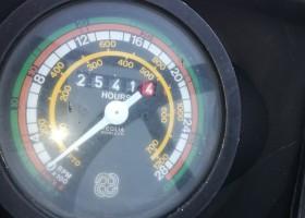 trattore usato hurlimann 468 4V DT vista di dettaglio del tachimetro