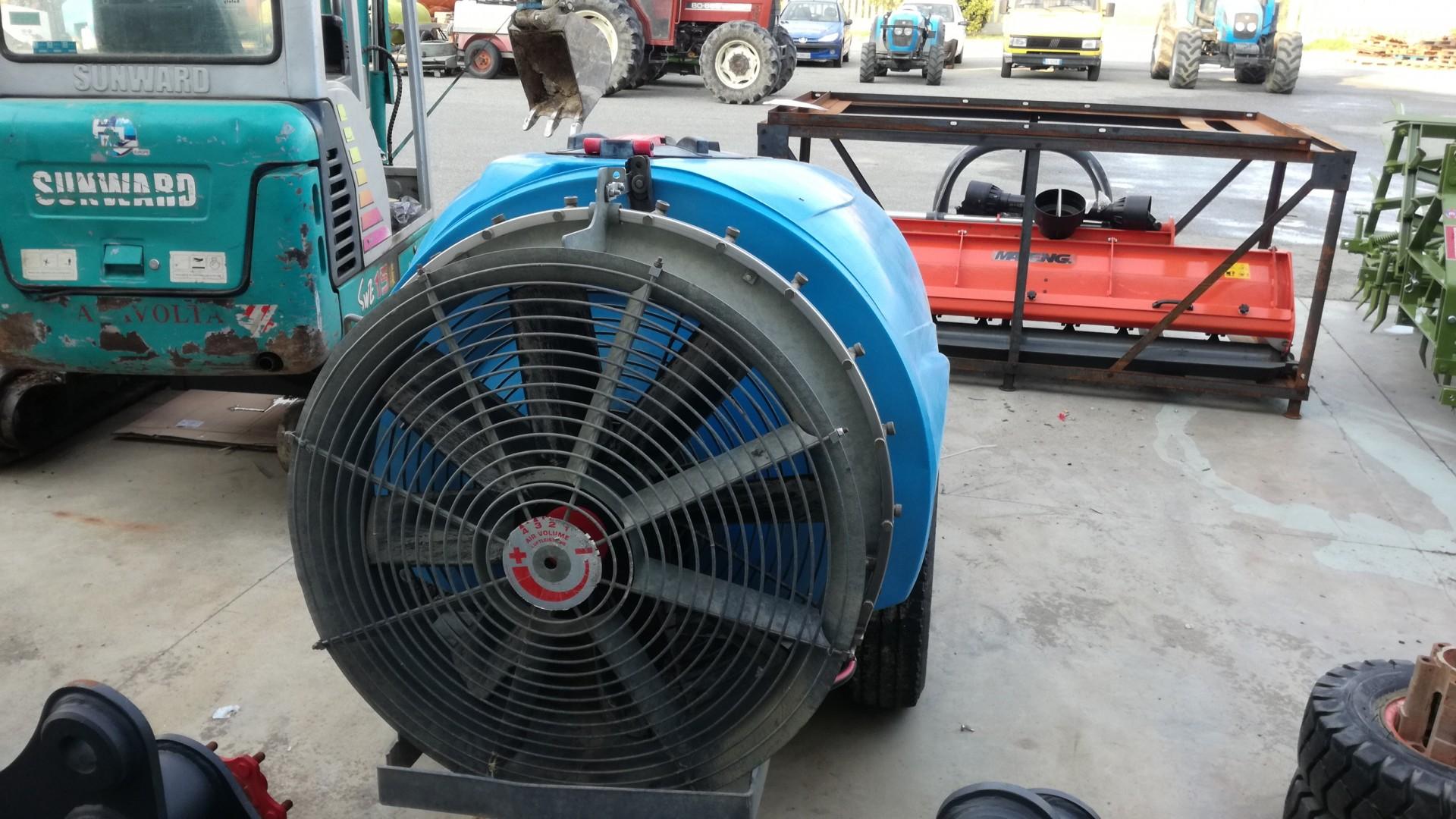 Atomizzatore usato tifone vento 1000 visto da dietro dalla ventola posteriore