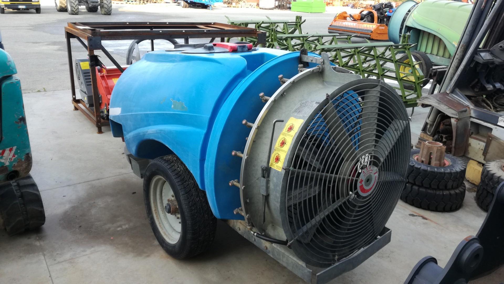 Atomizzatore usato tifone vento 1000 profilo destro con ventola vista