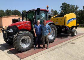 Immagine dell'articolo Consegna trattore Case IH e rotopressa New Holland a Biosila