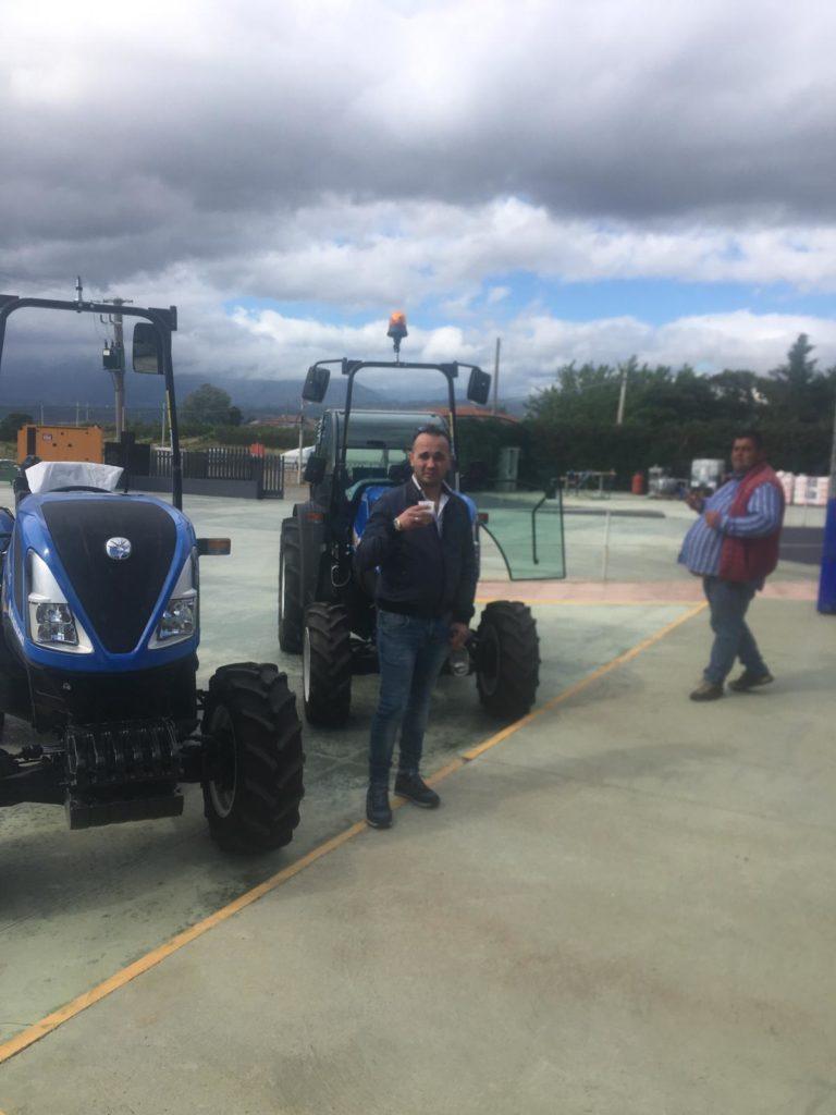 consegna trattori new holland a san lorenzo del vallo