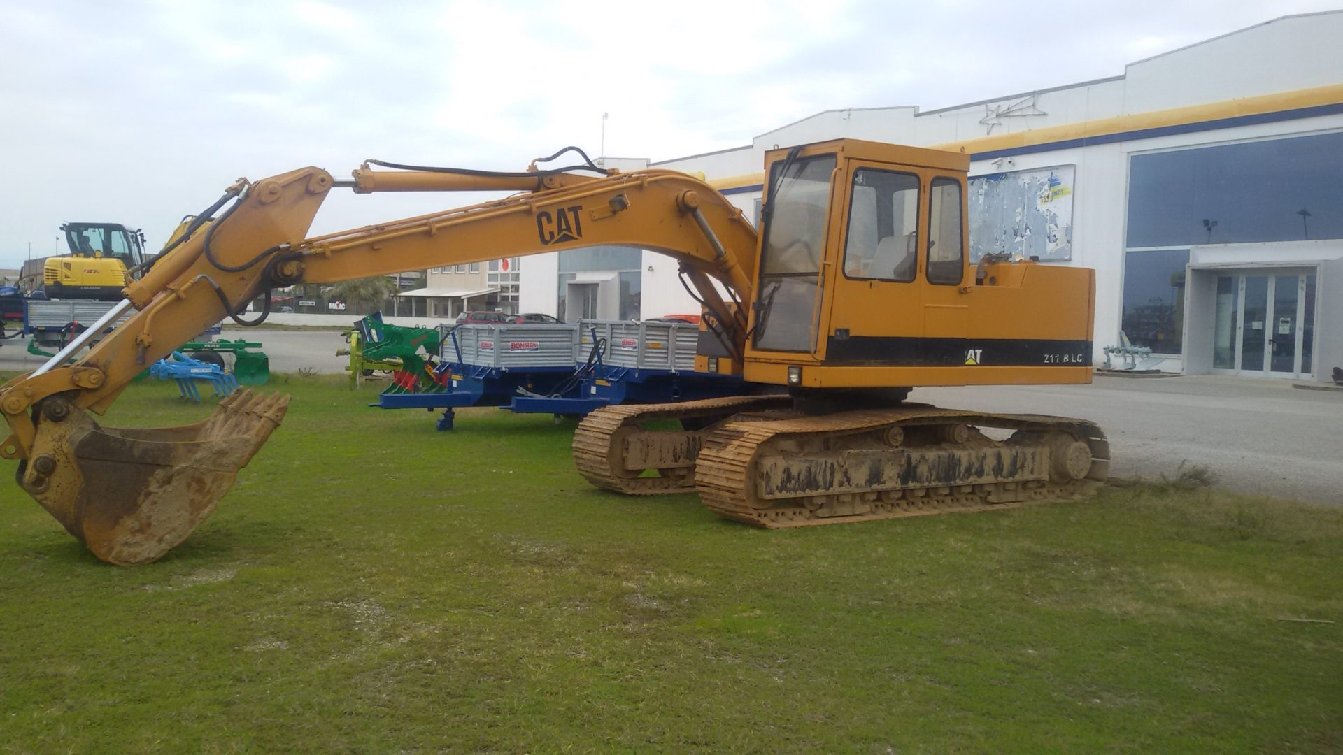 escavatore usato caterpillar 211