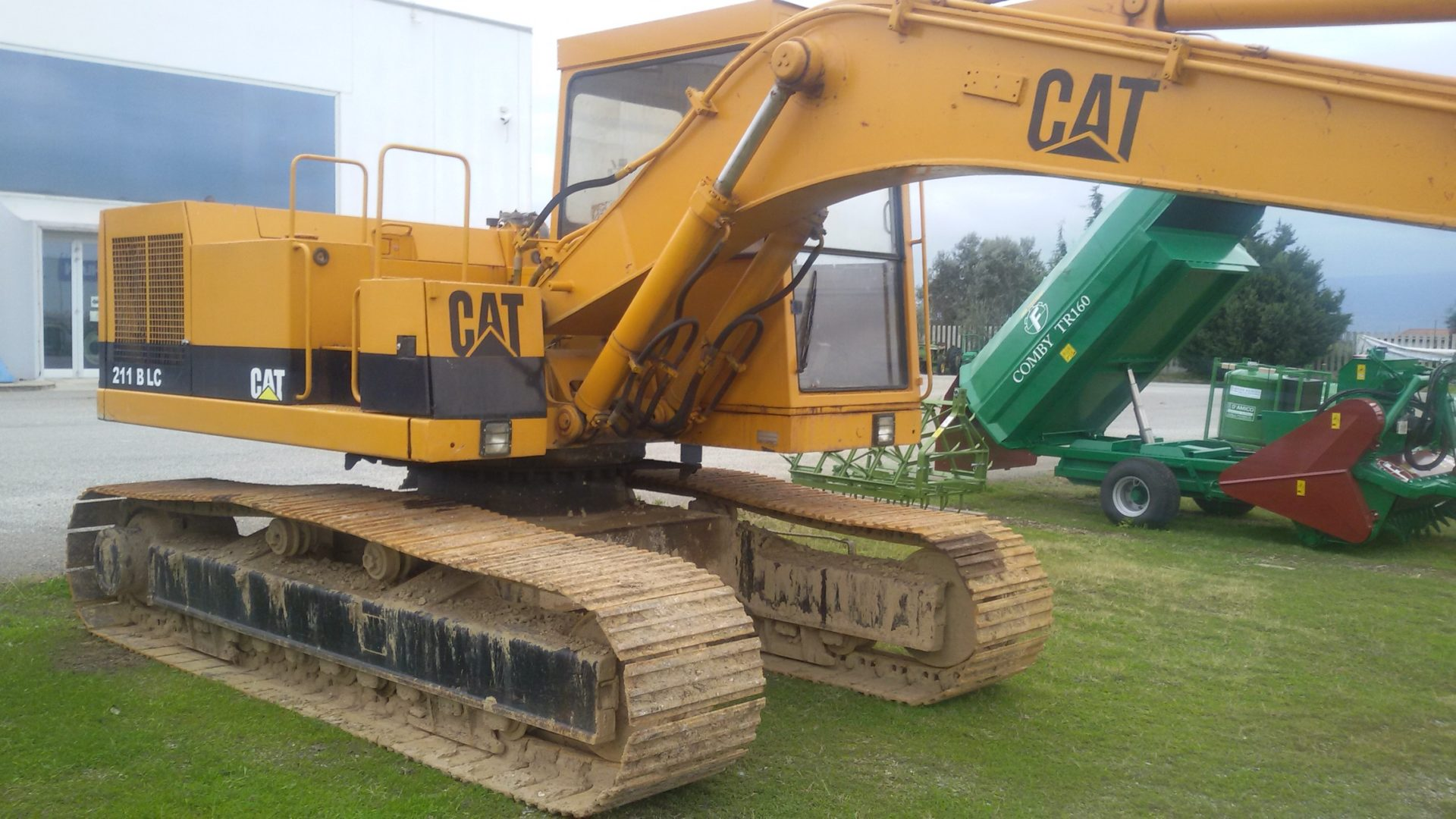 profilo destro escavatore usato caterpillar 211