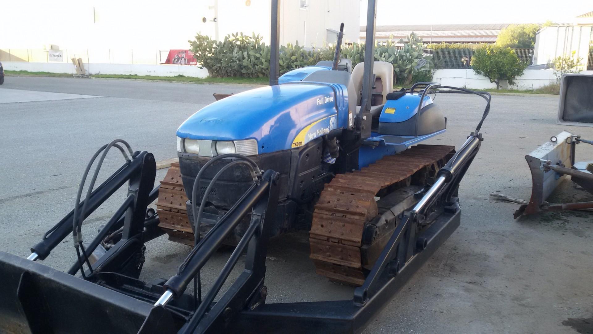 trattore cingolato usato new holland TK80MA fronte destro