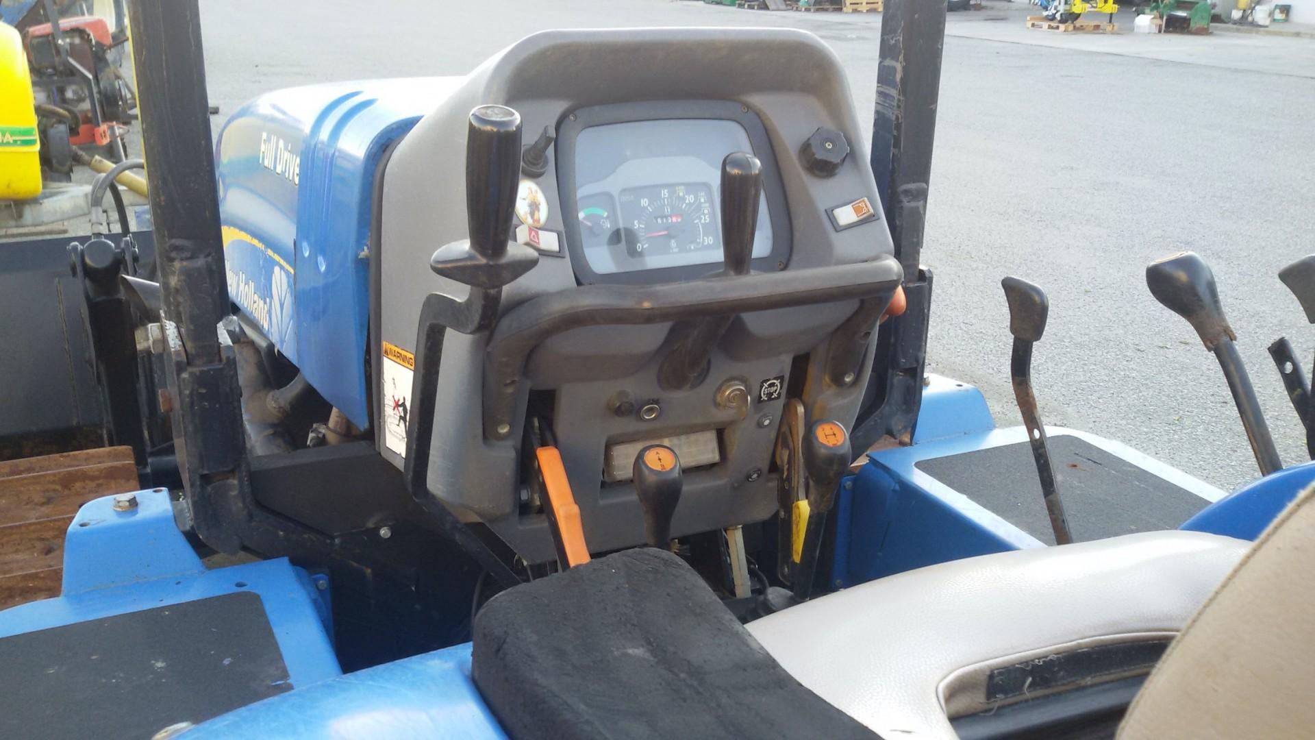 trattore cingolato usato new holland TK80MA dettaglio conta ore