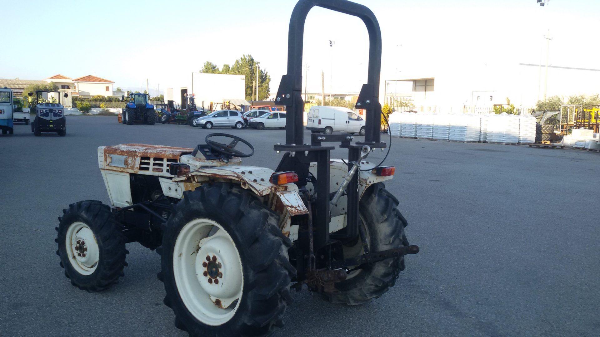 trattore usato lamborghini r 235 dt visto da dietro
