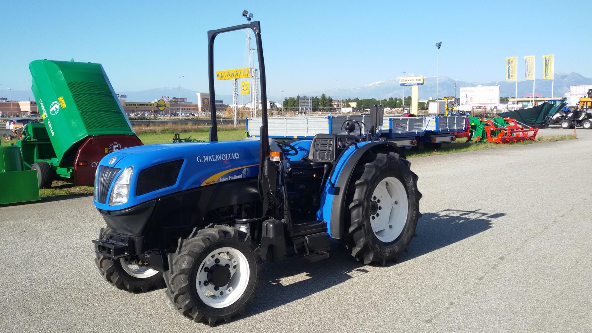 trattore usato new holland t4040n visto di profilo