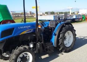 trattore usato new holland t4040n vista ravvicinata