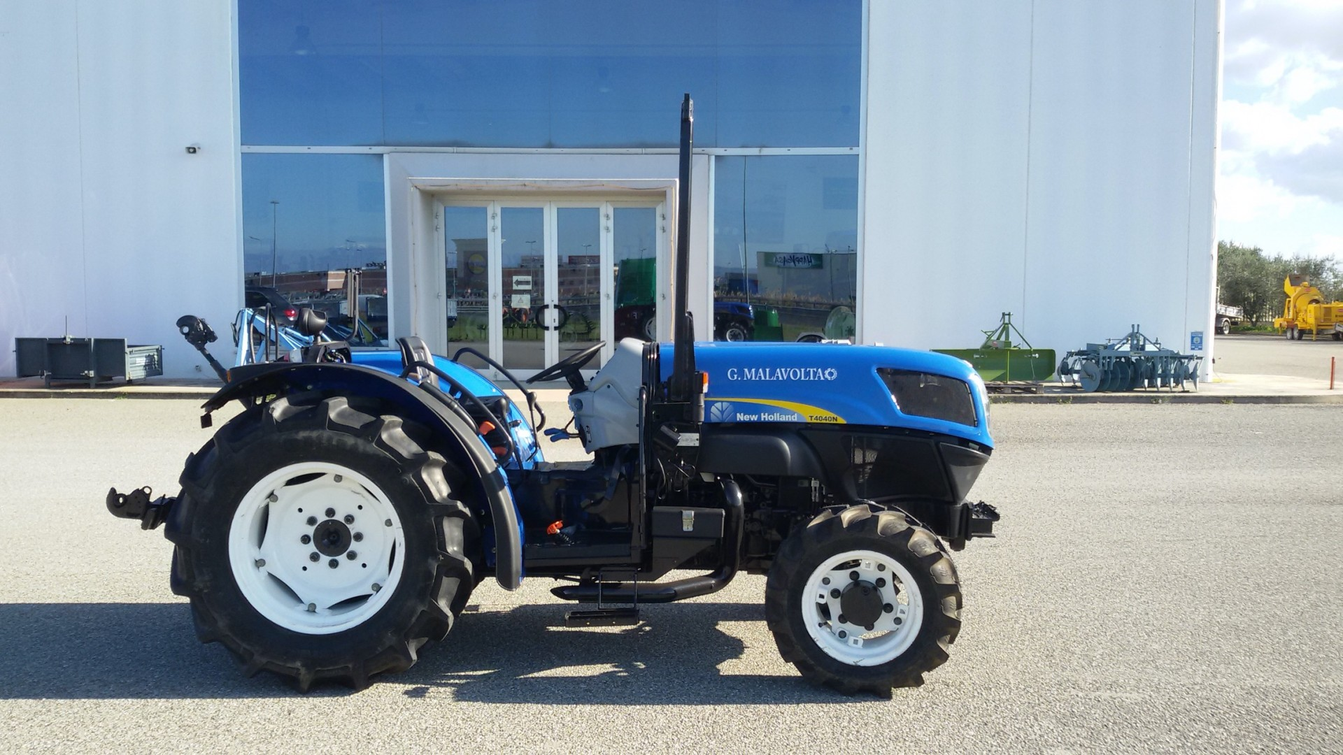 trattore usato new holland t4040n profilo destro