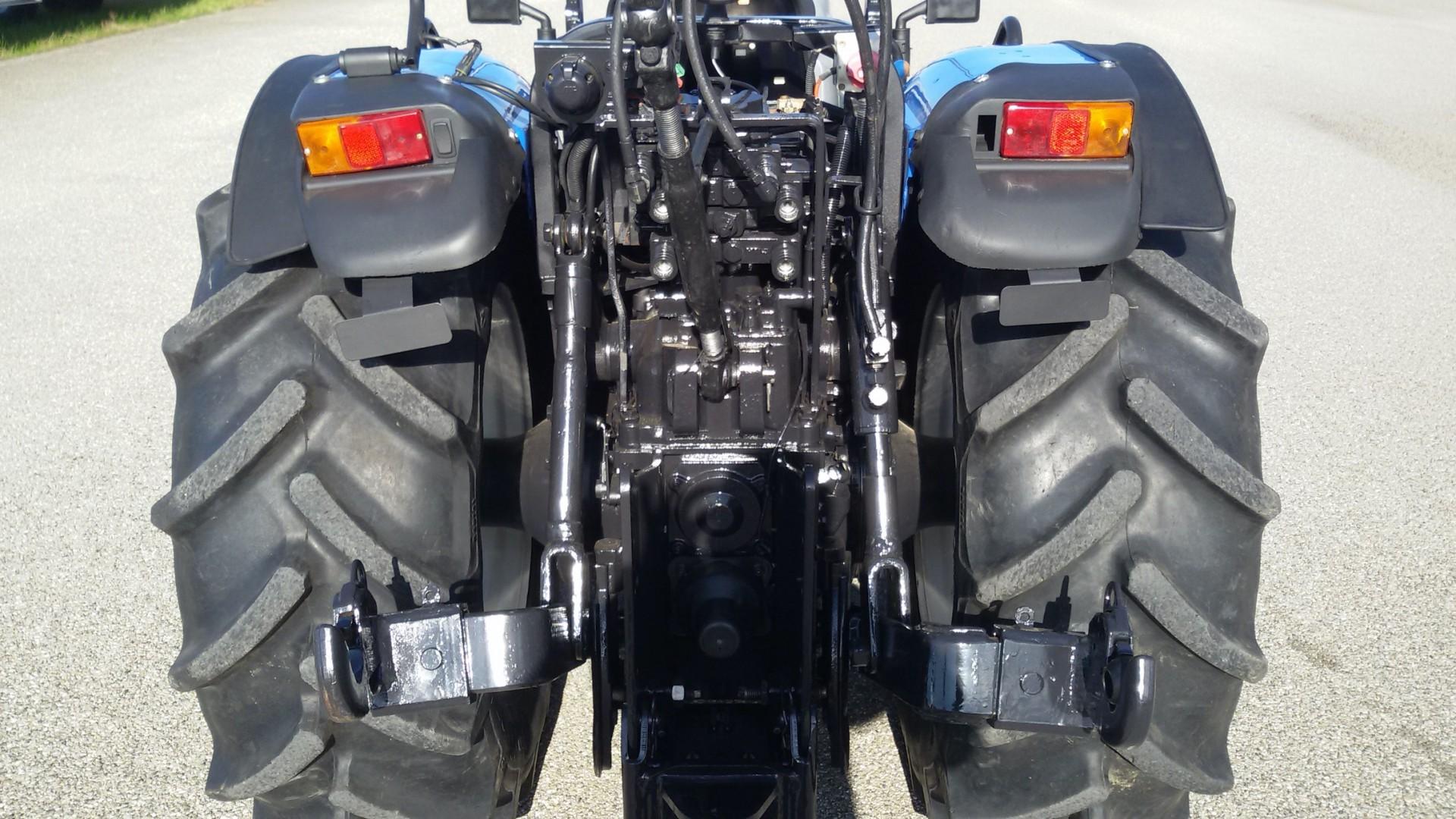 trattore usato new holland t4040n vista posteriore ravvicinata