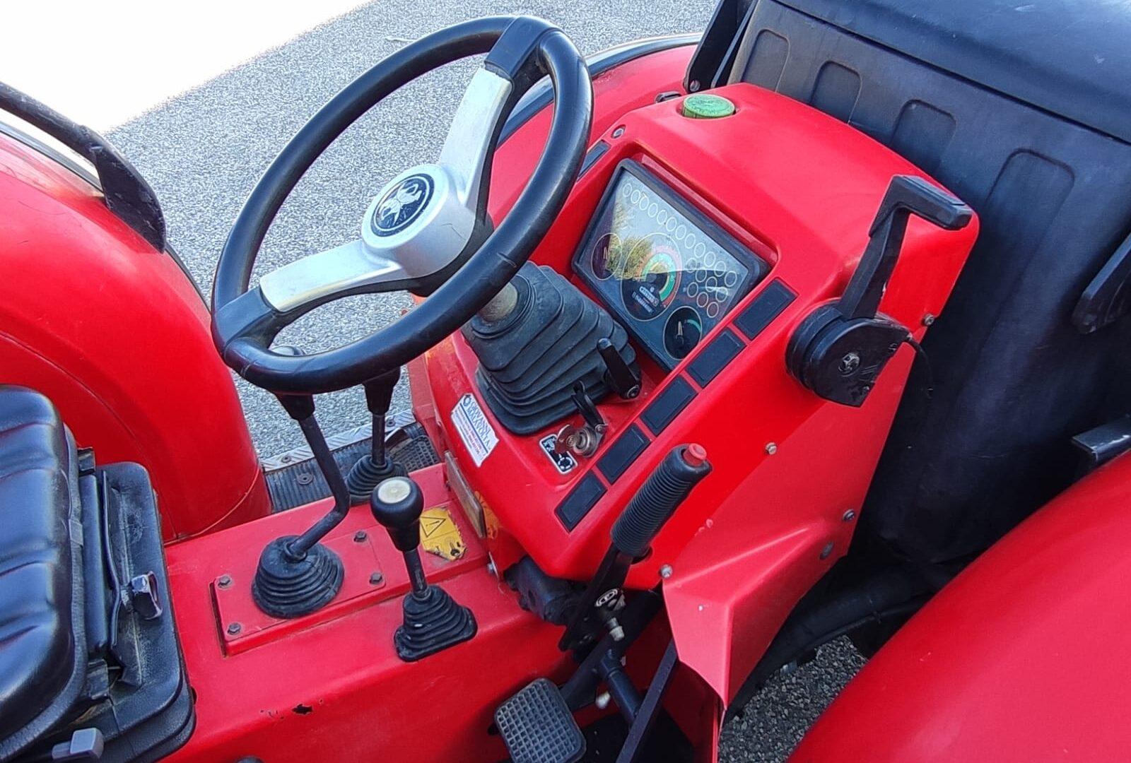 posto guida del trattore usato Carraro TGF 9400 del 2007