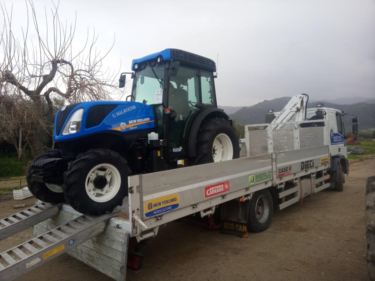 Consegna del trattore New Holland T4.100N calabria