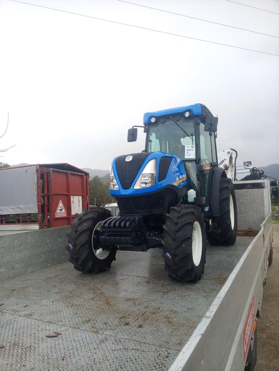 trattore New Holland T4.100N consegnato all'azienda agricola Grillo in sila